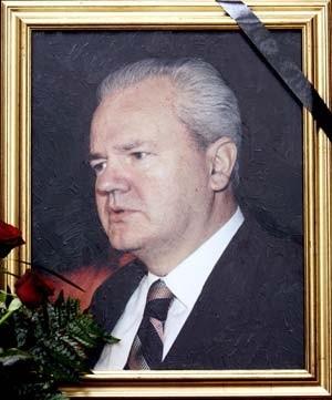 trauerflor an einem bild in Избранные фотографии Слободана Милошевича