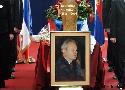 41449164 coffin afp416 Ниагара лжи была излита на голову Милошевича